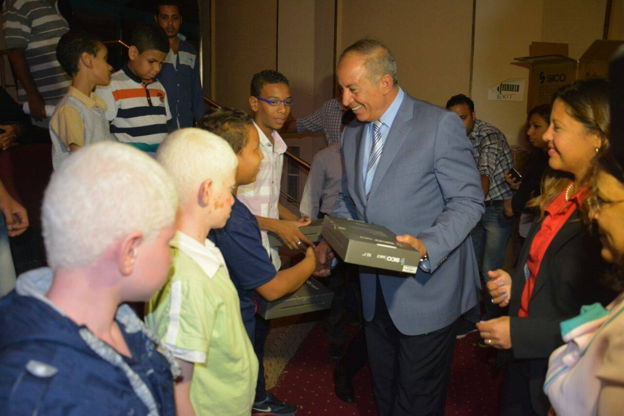 MCIT Delivers Tablets to Students with Disabilities in Hurghada